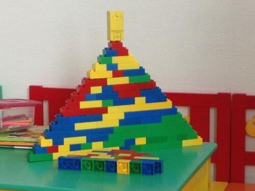 Pyramide aus Legosteinen