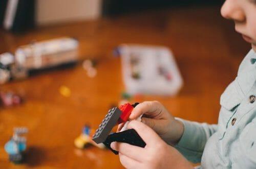 mit Lego spielen