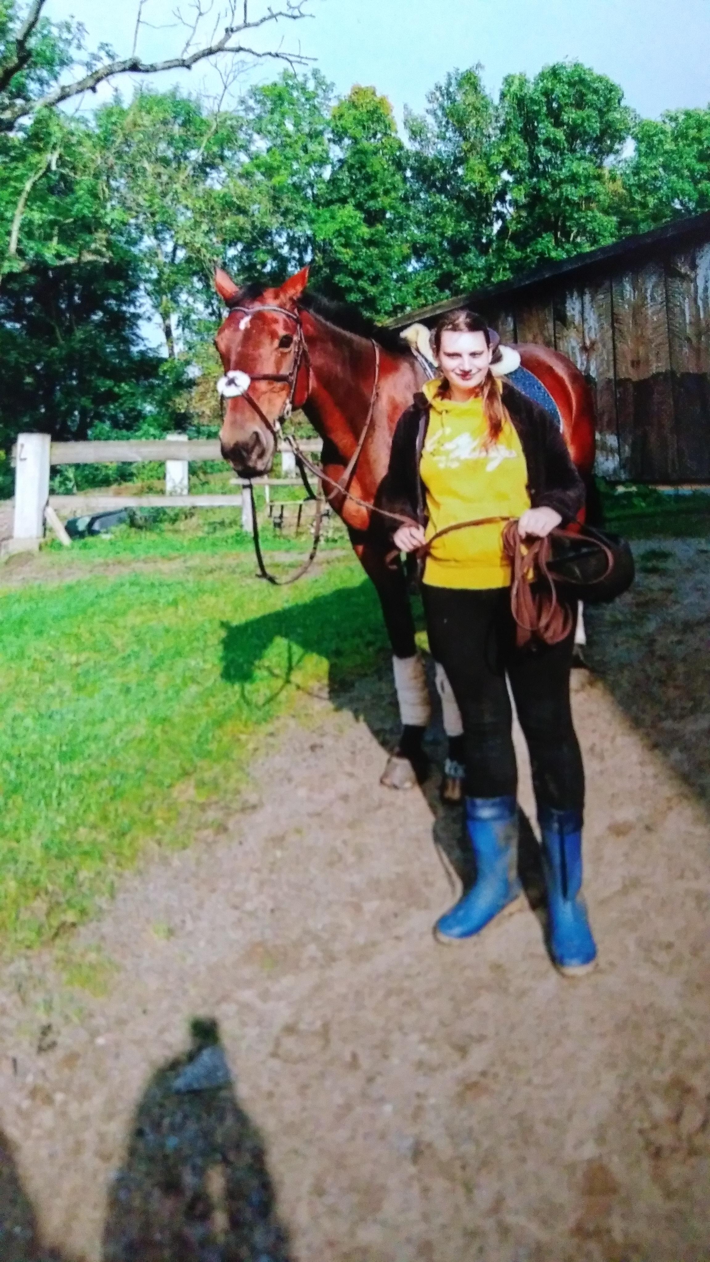 Dinah mit Pferd
