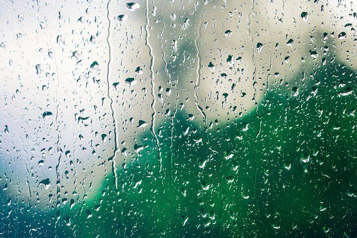 Ellas Blog Leben mit Autismus Regentropfen an der Fensterscheibe