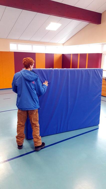 Niklas in der Turnhalle Ellas Blog Leben mit Autismus