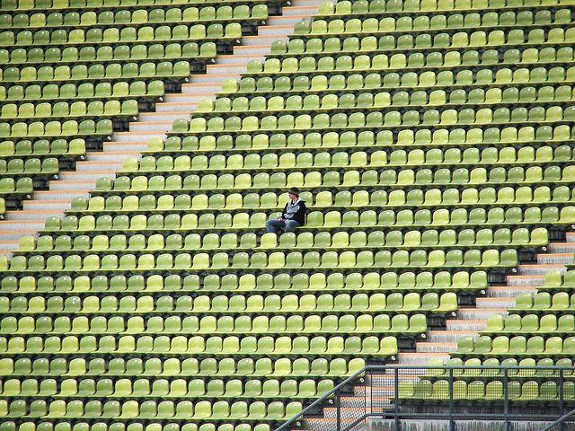 einsam im Stadion