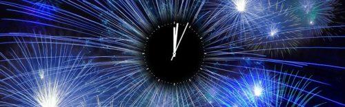 Feuerwerk mit Uhr um Mitternacht